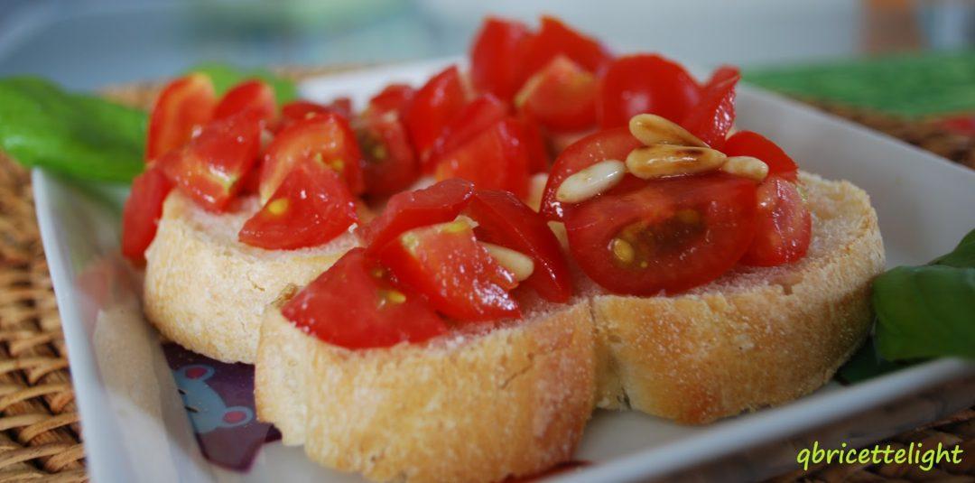 Bruschette con pomodori e pinoli