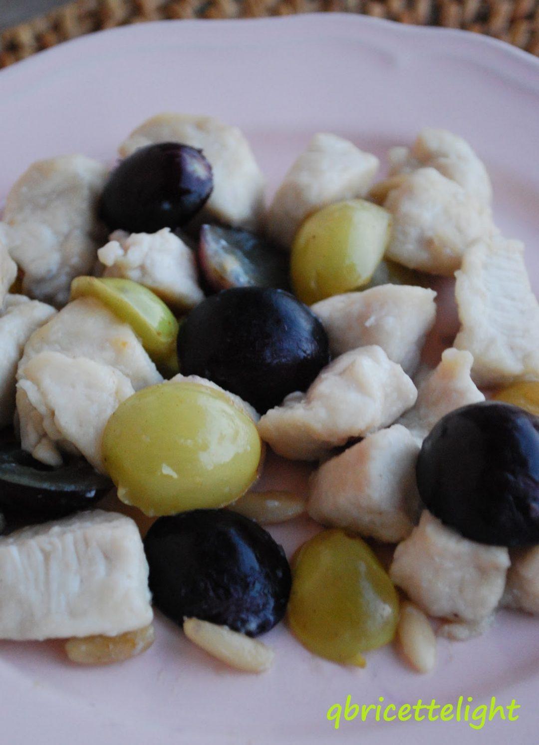 Bocconcini di pollo con uva e pinoli
