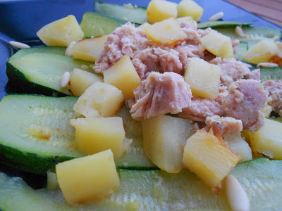 Insalata di tonno con zucchine, patate e pinoli
