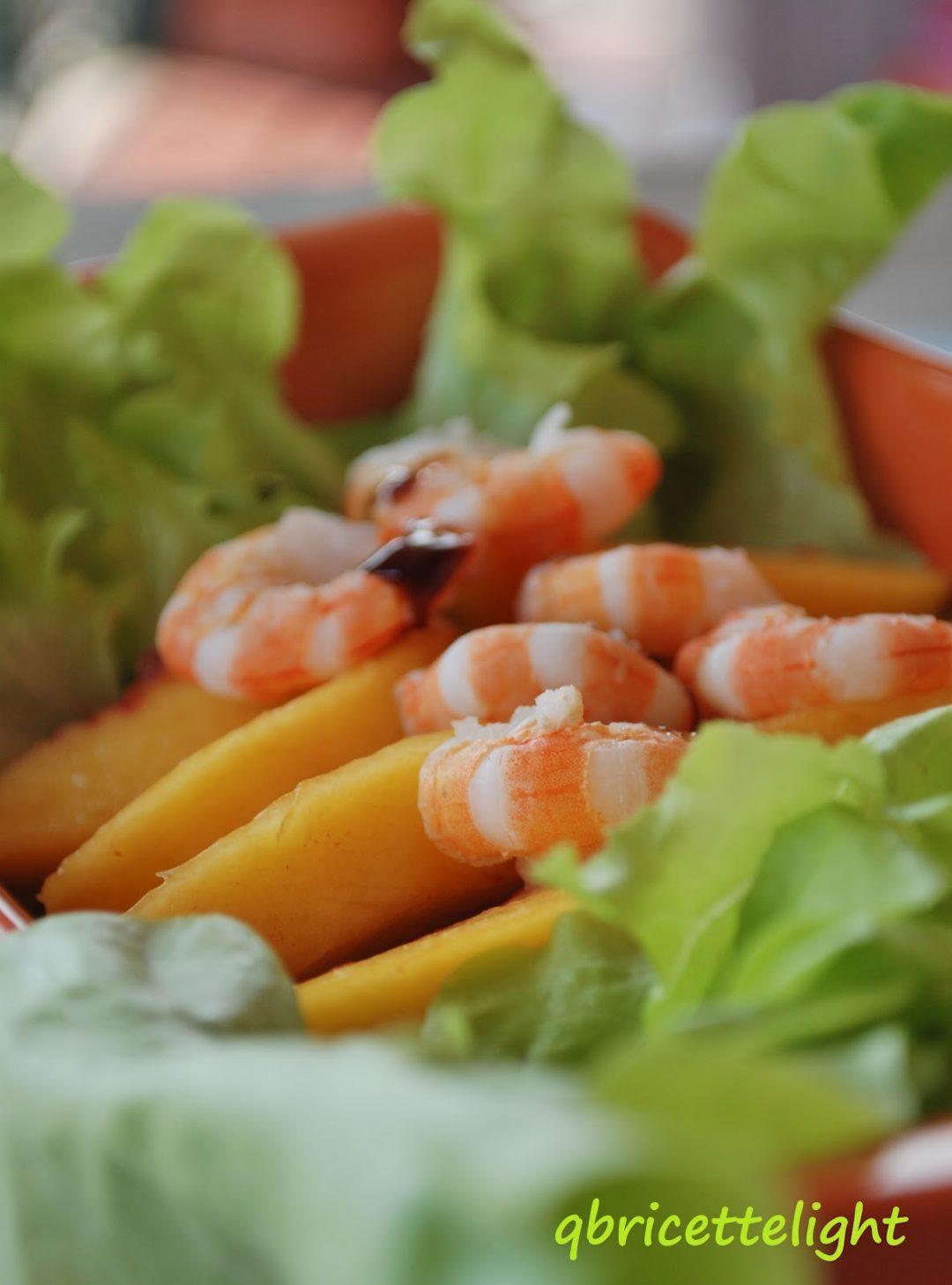 insalata con pesche e gamberetti