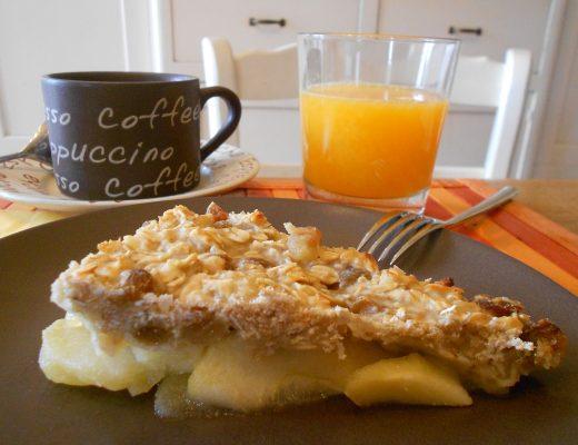 Una salutare prima colazione con crumble di fiocchi d'avena e mele