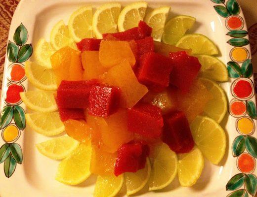 Cubetti di gelatina di clementine e fragole