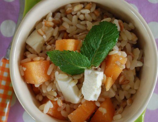 Tris di cereali al melone, feta e menta