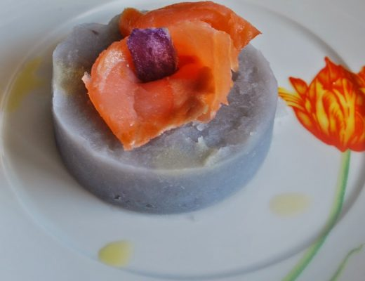 Medaglioni di patate viola e salmone affumicato