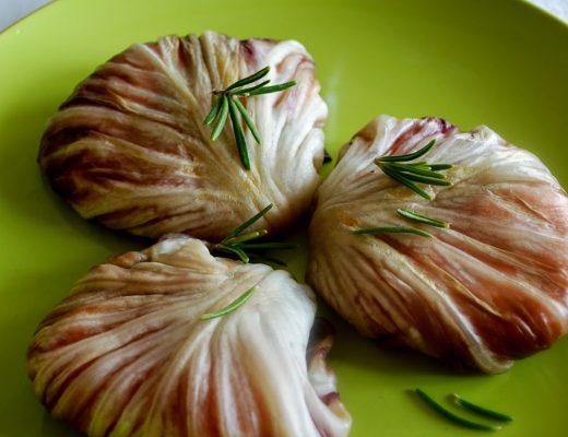 Involtini di radicchio rosso, patate e salmone