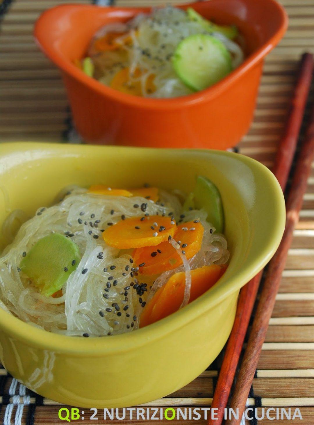 Spaghetti di soia con petali di verdure e semi di Chia