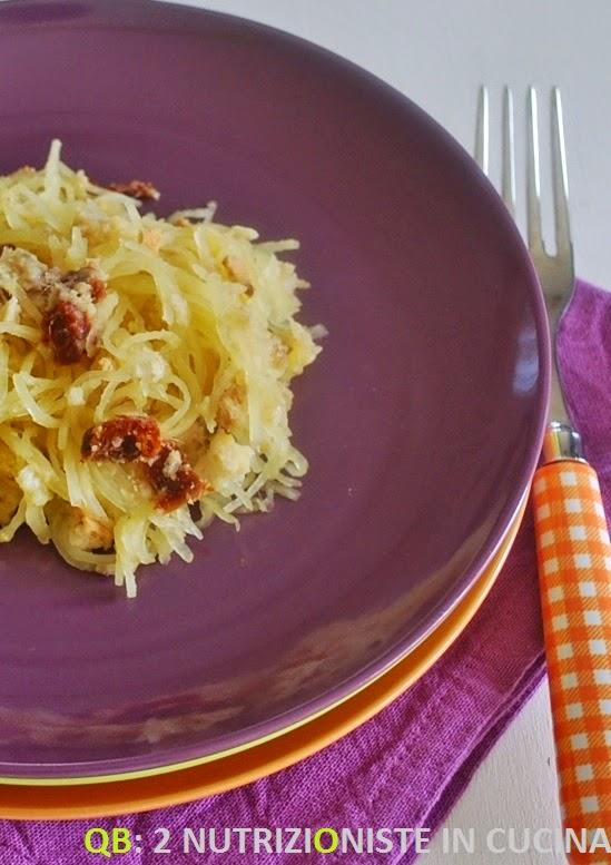 Spaghetti di zucca spaghetti con acciughe e pomodori secchi