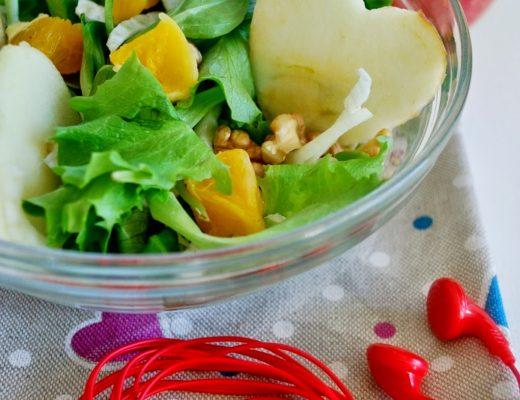 Insalatina Il tempo delle mele mele, valeriana, finocchi, noci, arance