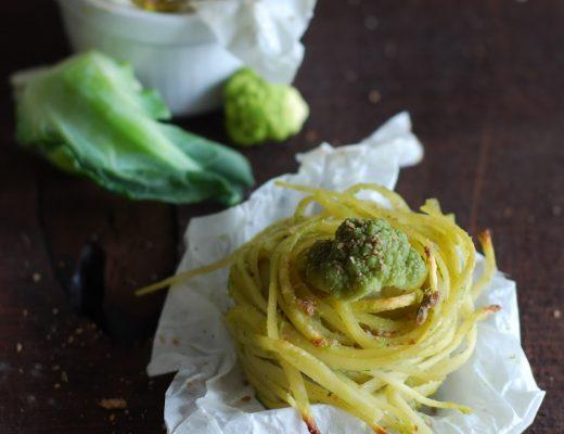 Bavette gratinate con crema di broccoli e crumble di acciughe