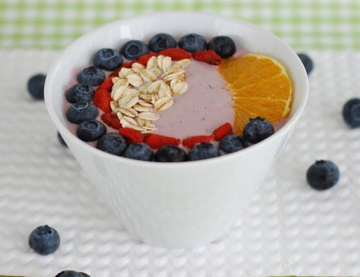 smoothie bowl mirtilli