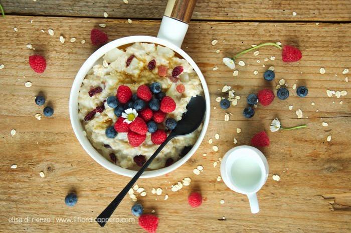 Porridge con frutti rossi e pere una colazione ottima e super-sana! (2)