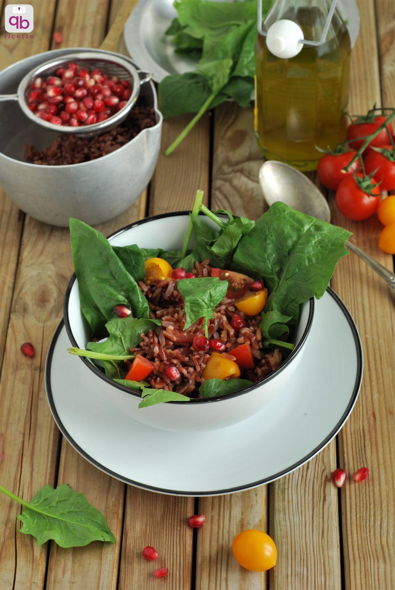insalata di riso rosso con spinaci e melograno