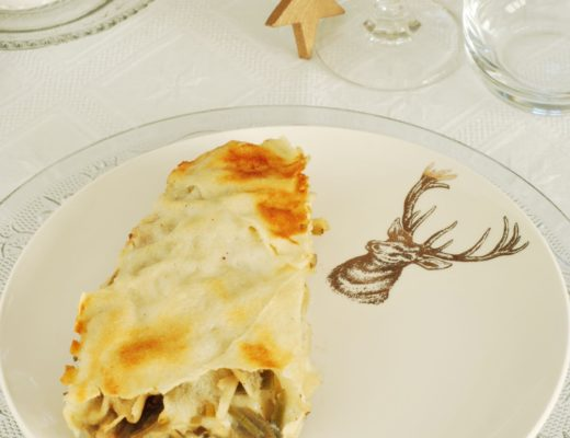 una lasagna di pane carasau in versione dietetica con carciofi