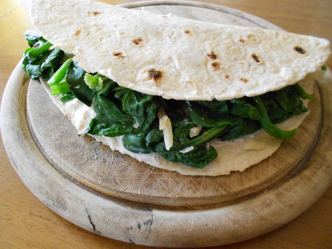 Piadina (FiberPasta) con ricotta e spinaci