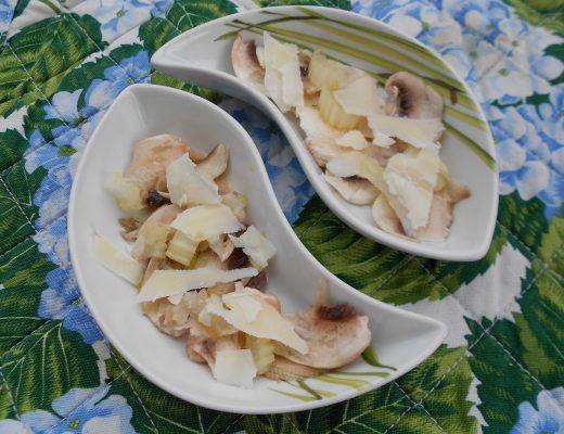 Carpaccio di champignon con sedano bianco e scaglie di grana