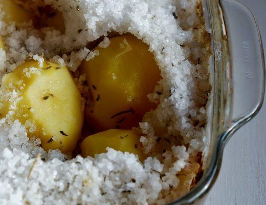 Patate in crosta di sale e limone