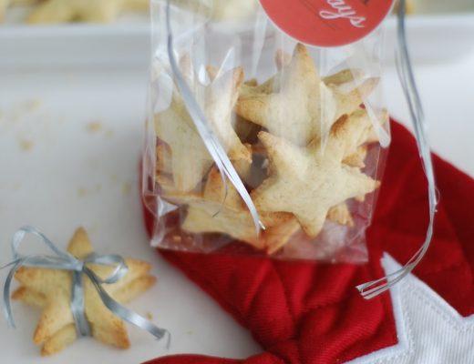 Biscotti di Natale stelline al farro con scorze di arancia