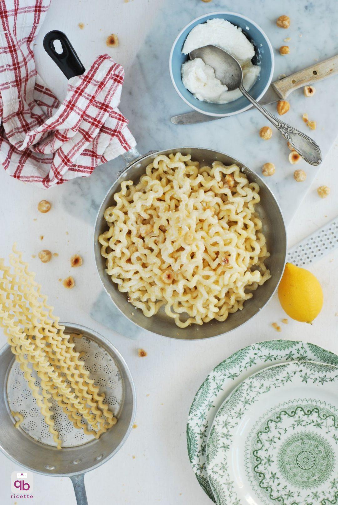 pasta con ricotta, nocciole e limone